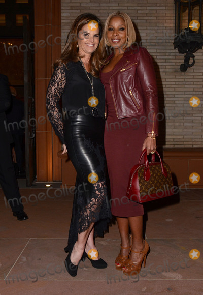Mary J Blige Photo - 04 February  - Beverly Hills Ca - Maria Shriver Mary J Blige Arrivals for the US premiere of Debbie Allens Freeze Frame held at The Wallis Annenberg Center for the Performing Arts Photo Credit Birdie ThompsonAdMedia