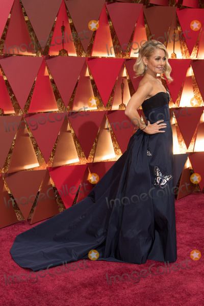 Kelly Ripa Photo - 26 February 2017 - Hollywood California - Kelly Ripa 89th Annual Academy Awards presented by the Academy of Motion Picture Arts and Sciences held at Hollywood  Highland Center Photo Credit AMPASAdMedia