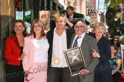 Dawn Wells Photo - L-R Dawn Wells Susan Olsen Christopher Knight Sherwood Schwartz and Florence Henderson at the Hollywood Walk of Fame Ceremony Honoring Sherwood Schwartz Hollywood Boulevard Hollywood CA 03-07-08