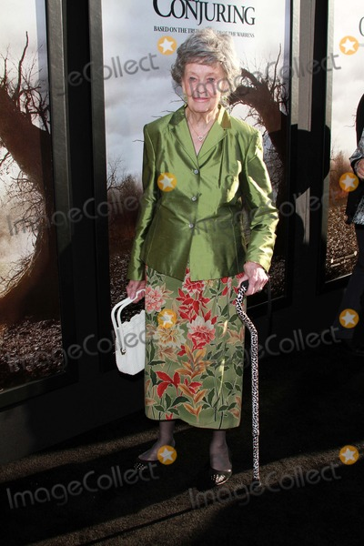 Lorraine Warren Photo - Lorraine Warrenat The Conjuring Los Angeles Premiere Cinerama Dome Hollywood CA 07-15-13