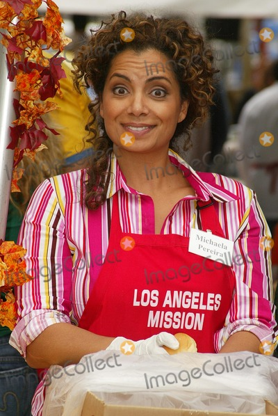 Michaela Pereira Photo - Michaela Pereiraat the Los Angeles Missions Thanksgiving Meal Skid Row Los Angeles CA 11-23-05