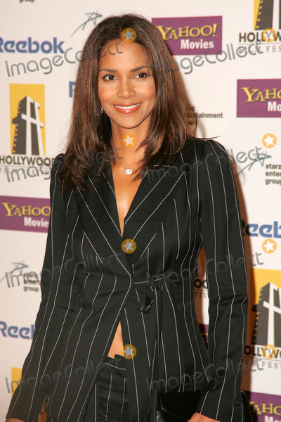 Halle Berry Photo - Halle Berryat the Hollywood Film Festival 9th Annual Hollywood Awards Gala Ceremony Beverly Hilton Hotel Beverly Hills CA 10-24-05
