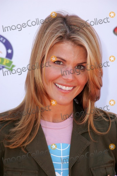 Bow Wow Photo - Lori Loughlinat the Fourth Annual Much Love Animal Rescue Bow Wow Ween Barrington Dog Park Los Angeles CA 10-30-05