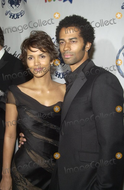 Halle Berry Photo - Halle Berry and Eric Benet at the 15th Carousel of Hope Ball to benefit the Barbara Davis center for Childhood Diabetes Beverly Hilton Beverly Hills CA 10-15-02