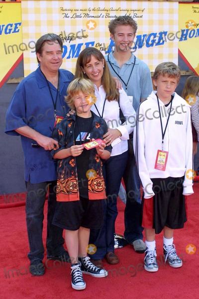 Beau Bridges Photo - Beau Bridges and family at the World Premiere of Disneys Home On The Range in the El Capitan Theatre Hollywood CA 03-21-04