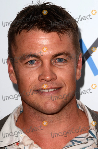 LUKE HEMSWORTH Photo - Luke Hemsworthat the 2016 Australians In Film Heath Ledger Scholarship Dinner Mr C Beverly Hills CA 06-01-16