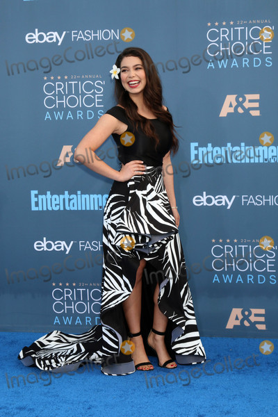 Aulii Cravalho Photo - Aulii Cravalhoat the 22nd Annual Critics Choice Awards Barker Hanger Santa Monica CA 12-11-16
