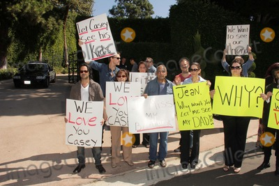 Jason Thomas Photo - Jason Thomas Gordon Jesse Kove Lorre Crimi Mouner Kasem Kerri Kasem Wafa Kananat a protest involving Casey Kasems children brother and friends who want to see him but have been denied any contact  Private Location Holmby Hills CA 10-01-13
