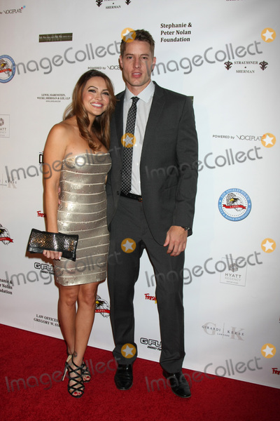 Justin Hartley Photo - LOS ANGELES - OCT 17  Chrishell Stause Justin Hartley at the  LAPD Eagle  Badge Foundation Gala at the Century Plaza Hotel on October 17 2015 in Century City CA