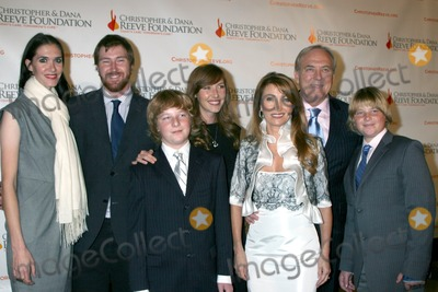 Sean Flynn Photo - Jenni Flynn Sean Flynn Kris Keach Katie Flynn Jane Seymour James Keach and Johnny Keach arriving at the 4th Annual Los Angeles Gala for the Christopher  Dana Reeve Foundation at the Beverly Hilton Hotel in Beverly Hills CADecember 2 2008