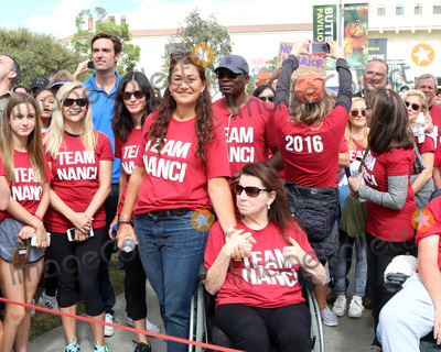 Nanci Ryder Photo - LOS ANGELES - OCT 16  Coco Arquette Courteney Cox Jay Schwartz Freinds Nanci Ryder Renee Zellweger Kate Linder at the ALS Association Golden West Chapter Los Angeles County Walk To Defeat ALS at the Exposition Park on October 16 2016 in Los Angeles CA