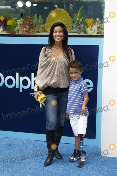 Bahar Soomekh Photo - LOS ANGELES - SEP 17  Bahar Soomekh son Ezra arrives at the Warner Bros World Premiere of Dolphin Tale  at The Regency Village Theater on September 17 2011 in Westwood CA