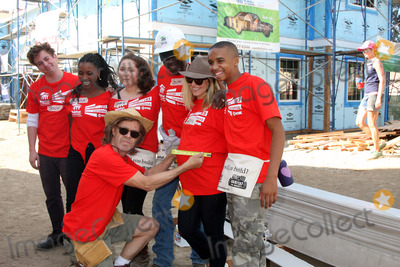 Emma Kenney Photo - LOS ANGELES - OCT 25  Jeremy Allen White Shanola Hampton Emma Kenney William H Macy Glynn Turman Kristen Bell Donis Leonard Jr at the Habitat for Humanity build by Showtimes House of Lies and Shameless at Magnolia Blvd on October 25 2014 in Lynwood CA