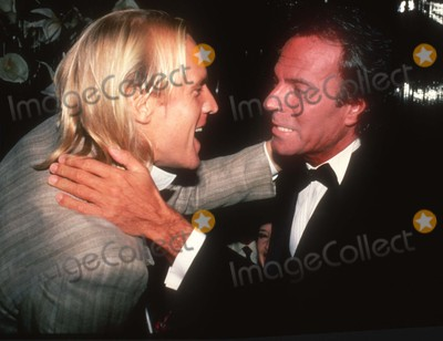Alexander Godunov Photo - Alexander Godunov Julio Iglesias1289JPGCelebrity Archaeology 1982 FILE PHOTOAlexander Godunov Julio IglesiasPhoto by Adam Scull-PHOTOlinknet