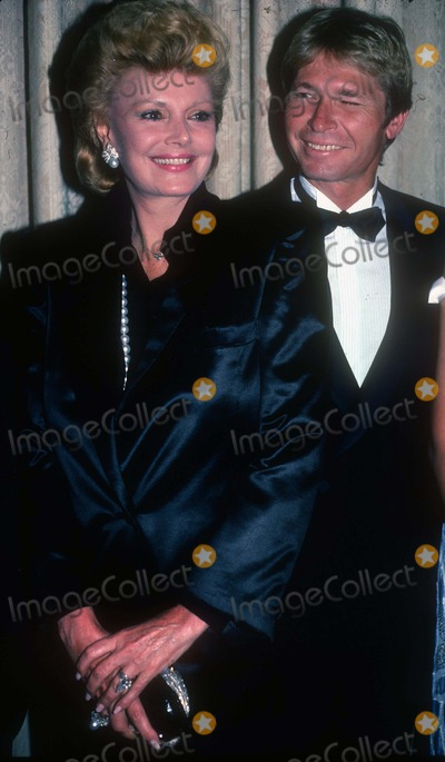 Barbara Sinatra Photo - Barbara Sinatra John Denver1389JPG1987 FILE PHOTONew York NYBarbara Sinatra John DenverhttpPHOTOlinknetPhoto by Adam ScullPHOTOlinknet917-754-8588 - eMail adamcopyrightphotolinknet