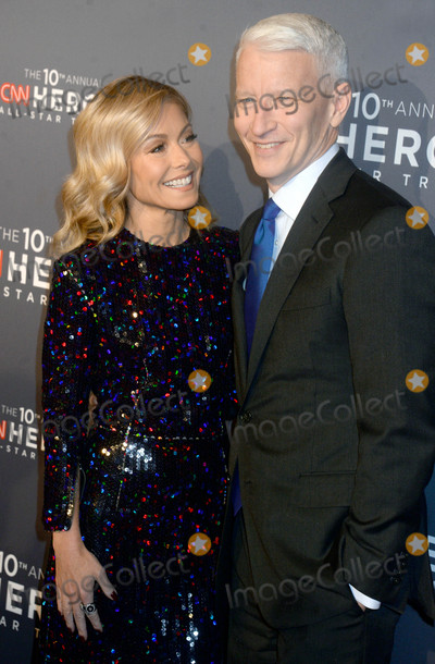 Kelly Ripa Photo - Photo by Dennis Van TinestarmaxinccomSTAR MAX2016ALL RIGHTS RESERVEDTelephoneFax (212) 995-1196121216Kelly Ripa and Anderson Cooper at The 10th Anniversary CNN Heroes(NYC)