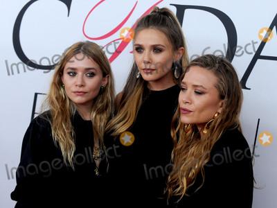 Ashley Olsen Photo - Photo by Dennis Van TinestarmaxinccomSTAR MAXCopyright 2016ALL RIGHTS RESERVEDTelephoneFax (212) 995-11966616Ashley Olsen Elizabeth Olsen and Mary-Kate Olsen at the 2016 CFDA Fashion Awards(NYC)