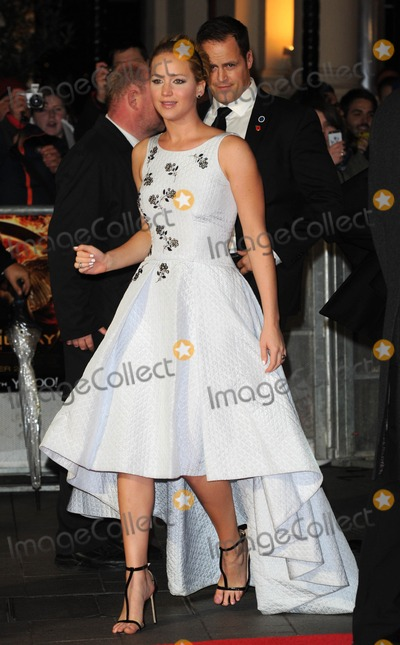 Jennifer Lawrence Photo - Photo by KGC-03starmaxinccomSTAR MAX2014ALL RIGHTS RESERVEDTelephoneFax (212) 995-1196111014Jennifer Lawrence at the premiere of The Hunger Games Mockingjay Part 1(London England UK)