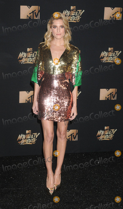 Allison Williams Photo - Photo by GalaxystarmaxinccomSTAR MAX2017ALL RIGHTS RESERVEDTelephoneFax (212) 995-11965717Allison Williams at The 2017 MTV Movie And TV Awards in Los Angeles CA