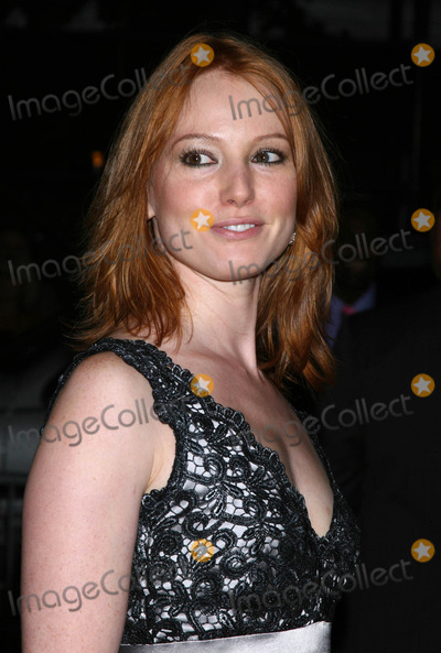 Alicia Witt Photo - Photo by Victor Malafrontestarmaxinccom200791807Alicia Witt at the premiere of The Assassination of Jesse James by the Coward Robert Ford(NYC)