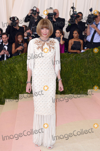Anna Wintour Photo - Photo by KGC-301starmaxinccomSTAR MAX2016ALL RIGHTS RESERVEDTelephoneFax (212) 995-11965216Anna Wintour at Manus x Machina Fashion In An Age of Technology Costume Institute Gala(Metropolitan Museum of Art NYC)
