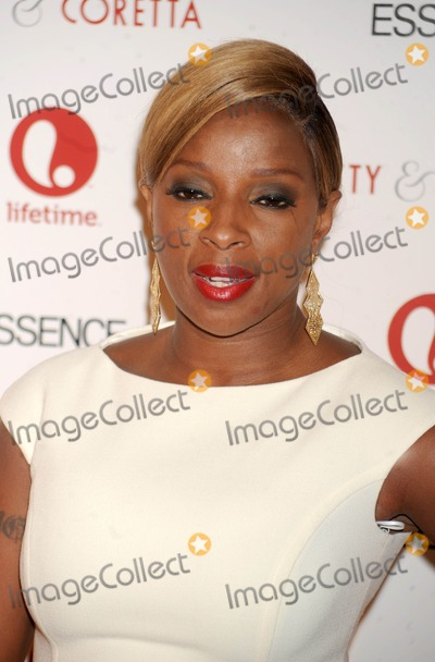 Mary J Blige Photo - Photo by Dennis Van Tinestarmaxinccom2013starmaxinccomALL RIGHTS RESERVEDTelephoneFax (212) 995-119612813Mary J Blige at the premiere of Betty  Coretta(NYC)