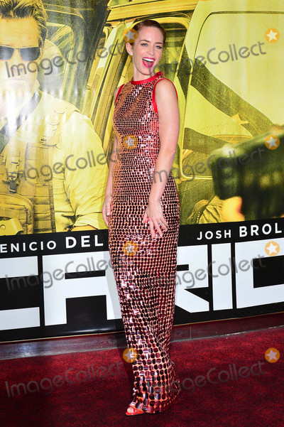 Emily Blunt Photo - Photo by KGC-42starmaxinccomSTAR MAXCopyright 2015ALL RIGHTS RESERVEDTelephoneFax (212) 995-119692115Emily Blunt at the premiere of Sicario(London England UK)