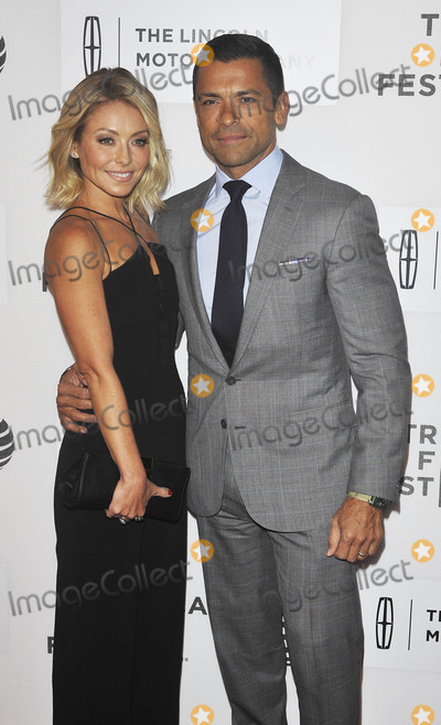 Kelly Ripa Photo - Photo by Patricia SchleinstarmaxinccomSTAR MAX2016ALL RIGHTS RESERVEDTelephoneFax (212) 995-119641516Mark Consuelos and Kelly Ripa at the premiere of All We Had at The Tribeca Film Festival(NYC)