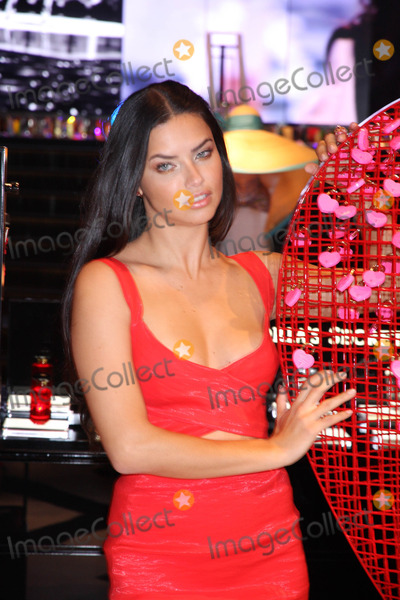 Adrianna Lima Photo - Photo by Raoul GatchalianstarmaxinccomSTAR MAX2015ALL RIGHTS RESERVEDTelephoneFax (212) 995-11962315Adrianna Lima at the Forum Shops at Caesars Palace(Las Vegas Nevada)