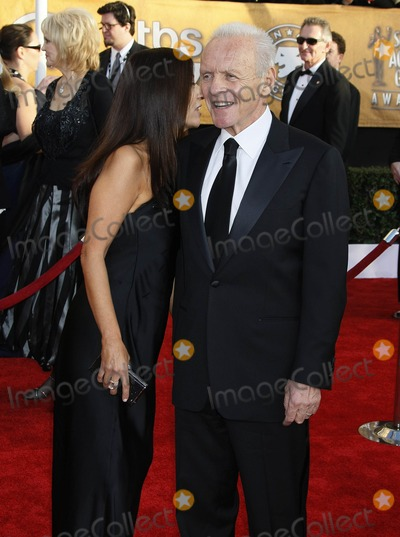 Stella Arroyave Photo - Photo by NPXstarmaxinccom(C)200912509Anthony Hopkins and Stella Arroyave at the 15th Annual Screen Actors Guild (SAG) Awards(Los Angeles CA)Not for syndication in France