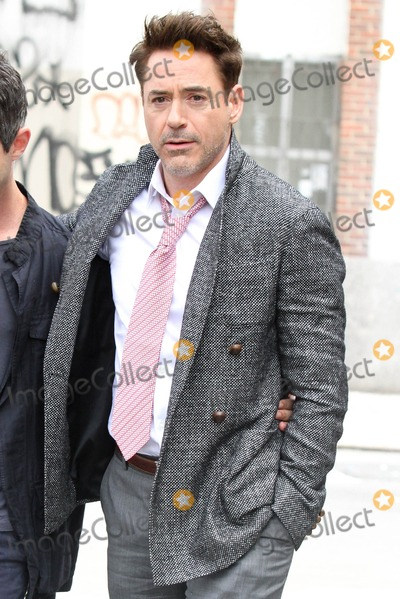 Robert Downey Jr Photo - Photo by KGC-146starmaxinccom2013ALL RIGHTS RESERVEDTelephoneFax (212) 995-11964302013Robert Downey Jr out and about(NYC)US Syndication Only