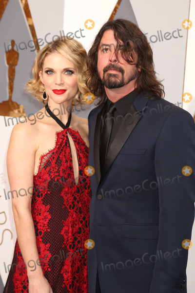 Dave Grohl Photo - Photo by REWestcomstarmaxinccomSTAR MAXCopyright 2016ALL RIGHTS RESERVEDTelephoneFax (212) 995-119622816Jordyn Blum and Dave Grohl at the 88th Annual Academy Awards (Oscars)(Hollywood CA USA)