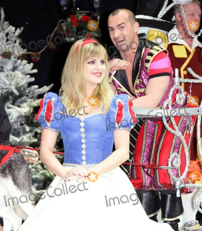 Tina OBrien Photo - Tina OBrien at the First Family Entertainment Pantomime photocall at the Piccadilly Theatre in London UK 112610