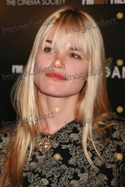 Alison Folland Photo - New York NY 11-13-07Alison Follandpremiere of Im Not There at Chelsea West TheaterDigital photo by Lane Ericcson-PHOTOlinknet