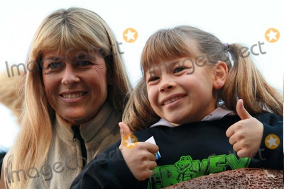 Terry Irwin Photo - Terri Irwin and Bindi Irwin at the 80th Annual Macys Thanksgiving Day Parade in New York City on 11-22-2007 Photo by Henry McgeeGlobe Photos Inc 2007