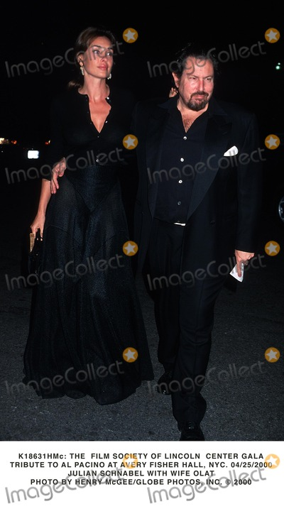 Al Pacino Photo -  the Film Society of Lincoln Center Gala Tribute to AL Pacino at Avery Fisher Hall NYC 04252000 Julian Schnabel with Wife Olat Photo by Henry McgeeGlobe Photos Inc