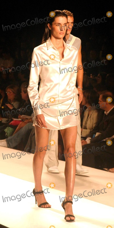 Amanda Moore Photo - Amanda Moore at Kenneth Cole Showing of Spring Mens and Womens Collections at Gertrude in Bryant Park New York City on September 12 2003 Photo Henry McgeeGlobe Photos Inc 2003 K32737hmc