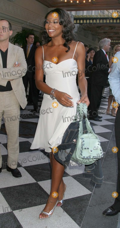 Gabrielle Union Photo - NYC  051705Gabrielle Union leaving the hotel on the way to participate in the 2005-2006 ABC UPFRONT at Lincoln CenterDigital Photo by Adam Nemser-PHOTOlinkorg