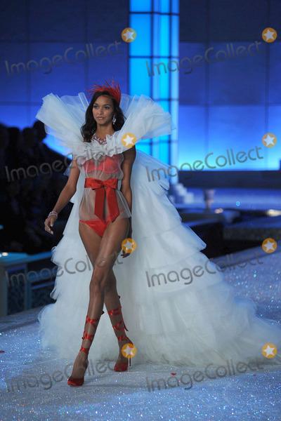 Anais Mali Photo - Anais Mali walks the runway during the 2011 Victorias Secret Fashion Show at the Lexington Avenue Armory on November 9 2011 in New York City