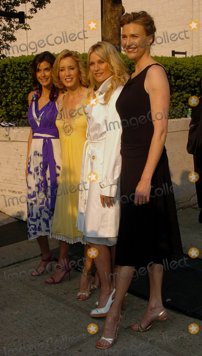 NICOLE SHERIDAN Photo - Actors Teri Hatcher Felicity Huffman Nicole Sheridan and Brenda Strong arriving at the ABC 2006-2007
