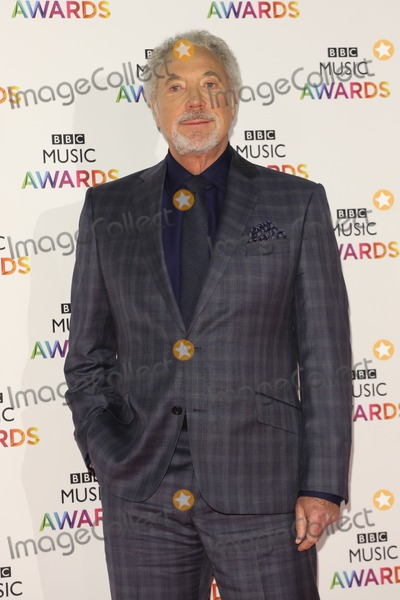 Tom Jones Photo - Tom Jones arriving for The BBC Music Awards 2014 held at Earls Court London 11122014 Picture by James Smith  Featureflash