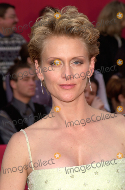 Andrea Thompson Photo - 05MAR2000  NYPD Blue star ANDREA THOMPSON at the 2nd Annual TV Guide Awards in Los Angeles     Paul Smith  Featureflash