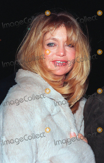 Goldie Photo - 10FEB99  Actress GOLDIE HAWN at the premiere of her new movie 200 Cigarettes which stars her daughter Kate Hudson Paul SmithFeatureflash