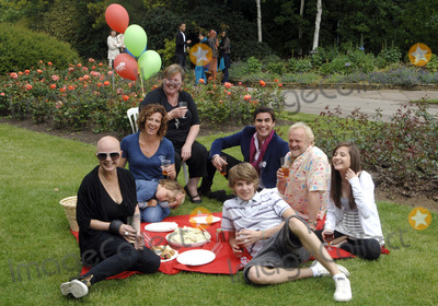 Antony Worrall Thompson Photo - LondonUK Gail Porter Pauline Quirke Apprentice star Raef Bjayou Antony Worrall Thompson Madeline Duggan and Tom Law at the National Family Week Launch VIP Picnic held at Regents Park in London 25th May 2009 Chris Joseph Landmark Media