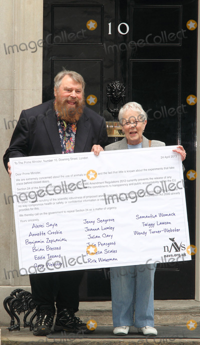 Eddie Izzard Photo - London UK  Actors Brian Blessed and Annette Crosbie are among a group delivering a post card to 10 Downing Street signed by celebrities such as Joanna Lumley Twiggy Eddie Izzard and Julian Clary in support of greater transparency on animal research on World Day for Laboratory Animals 24th April 2013Keith MayhewLandmark Media
