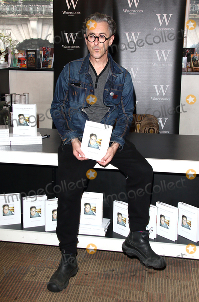 Alan Cumming Photo - London UK Alan Cumming signs copies of his new memoir You Gotta Get Bigger Dreams at Waterstones Piccadilly  8th October  2016 RefLMK73-61561-081016Keith MayhewLandmark Media WWWLMKMEDIACOM