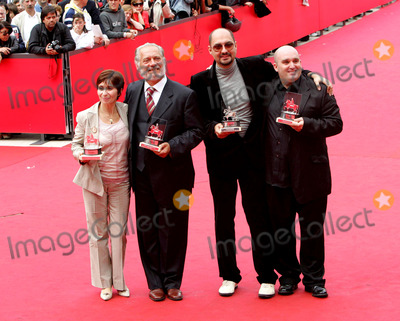 Ariane Ascaride Photo - Rome Shane Meadows Giorgio Colangeli Ariane Ascaride and Zobrajaya Zhertvy prize winners at the Rome Film Festival21 October 2006Paulo PirezLandmark Media