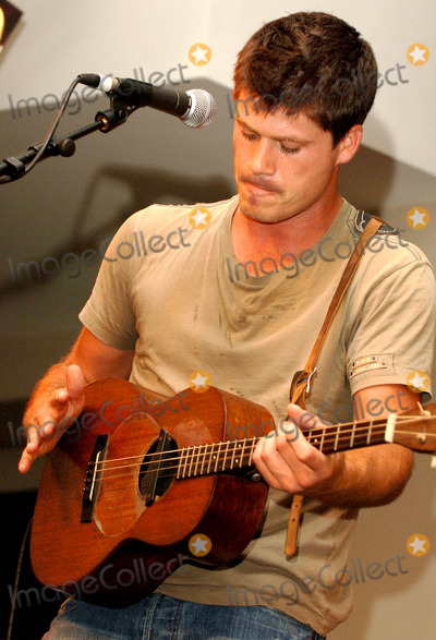 Johnny Cash Photo - London Seth Lakeman celebrates the launch of his new single Lady Of The Sea at HMVs Oxford Street store with an acoustic show and signingHe launched his solo album Kitty Jay in 2005 in the style of Johnny Cash by performing a concert inside a prison (Dartmoor)07 August 2006Ali KadinskyLandmark Media
