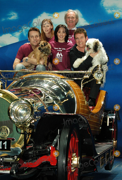 Alvin Stardust Photo - London Chitty Chitty Bang Bang cast members Brian Conley Alvin Stardust Tony Adams Jo Gibb and Carrie Sutton joined North Shore Animal League Internationals 2005 Tour For Life at the London Palladium to promote the re-homing of shelters pets in London and the UK21 April 2005Ali KadinskyLANDMARK MEDIA