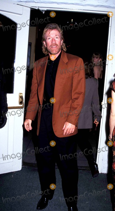 Chuck Norris Photo - Chuck Norris Photo Michael Ferguson  Globe Photos Inc 1992 Chucknorrisretro